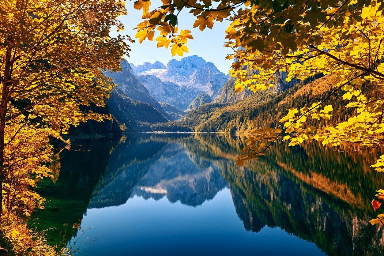 gosausee-lake-in-salzkammergut-austria-autumn