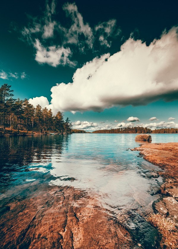 nature-photograph-of-a-lake-by-ulf-harstedt