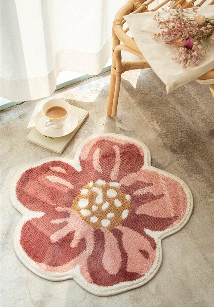 Flower-shaped rug