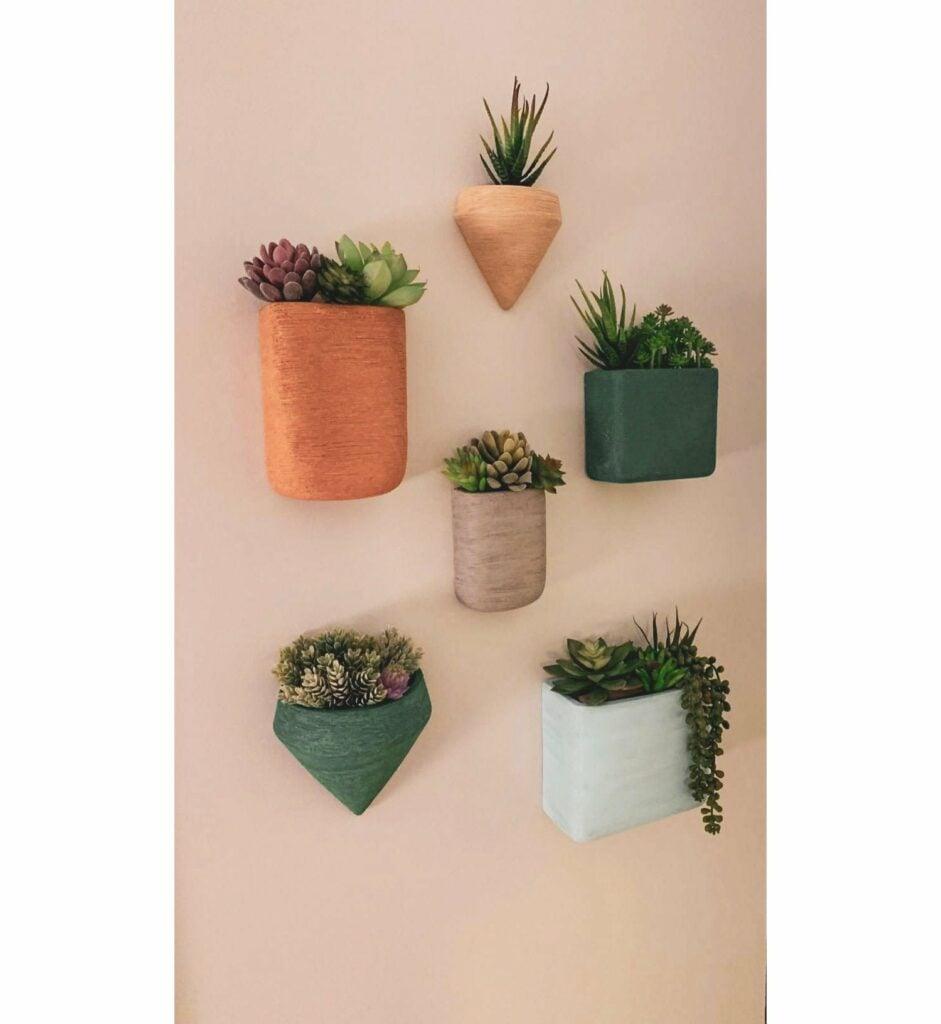 Wall hanging planter pots